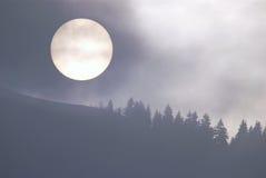 Sun durch den Nebel Lizenzfreies Stockfoto