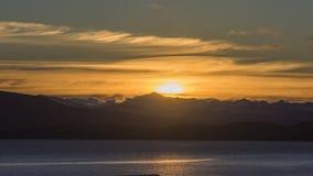 The Sun e as montanhas em Puerto Williams foto de stock royalty free
