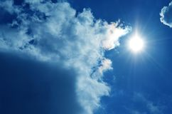 Sun e cielo con le nuvole Fotografia Stock