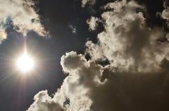 Sun e cielo con le nuvole Fotografie Stock