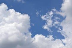 Sun e cielo con le nuvole Immagine Stock