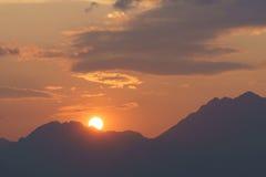 Sun e montanha Fotos de Stock