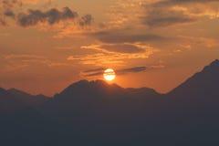 Sun e montanhas Fotos de Stock
