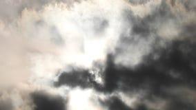 Sun e nubi stock footage