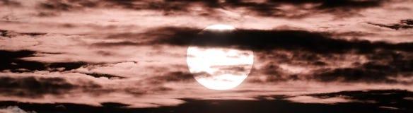 Sun e nubi fotografie stock libere da diritti