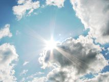 Sun e nuvens imagem de stock royalty free
