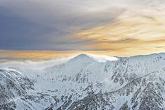 Sun e nuvole in cima di Kasprowy Wierch di Zakopane su Tatras dentro Fotografia Stock Libera da Diritti