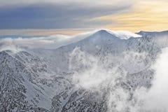 Sun e nuvole in cima di Kasprowy Wierch in Zakopane su Tatras dentro Immagine Stock