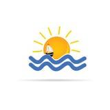 Sun e o mar com ícone do barco colorem o vetor Imagem de Stock