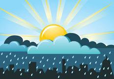 Sun e pioggia nella città Fotografie Stock