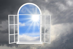 Sun e tempestade Imagens de Stock Royalty Free