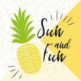 Sun ed iscrizione di divertimento sui precedenti dell'ananas sul fondo luminoso di estate Immagine Stock