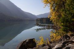 Sun ed ombra, lago birkenhead, BC, il Canada Immagine Stock