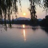 Sun-Einstellung im Hangzhou See Stockbild