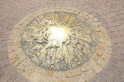 Sun en bronze sur le plancher photographie stock