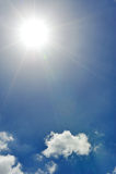 Sun en el cielo azul Foto de archivo libre de regalías