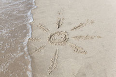 Sun en la arena del mar Fotos de archivo libres de regalías