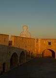 Sun en la pared de piedra Fotos de archivo libres de regalías