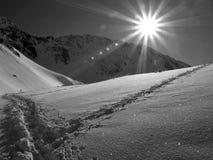 Sun en las montañas imagenes de archivo