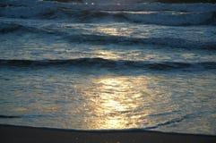 Sun en las ondas imagen de archivo
