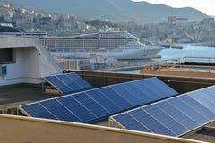 Sun_energy in der Stadt Stockbilder