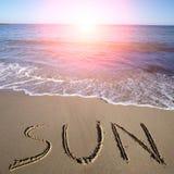 Sun escrito na areia molhada Fotografia de Stock