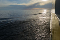 Sun está ajustando-se no mar Báltico Fotos de Stock Royalty Free