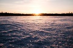 Sun está indo para baixo no lago Foto de Stock Royalty Free