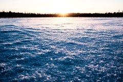 Sun está indo para baixo no lago Imagens de Stock
