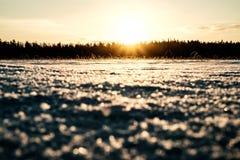 Sun está indo para baixo no lago Imagens de Stock Royalty Free