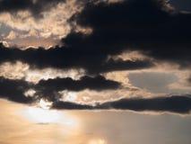 The Sun est derrière Gray Cloud image libre de droits