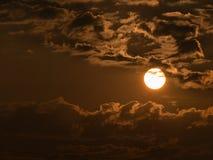 Sun est proche des nuages Photo libre de droits
