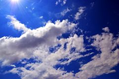 Sun et cieux Photographie stock libre de droits