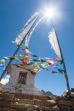 Sun et vent au-dessus de stupa bouddhiste Image stock