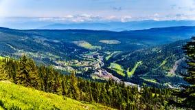 Sun fait une pointe Ski Resort en Colombie-Britannique, Canada Photos stock