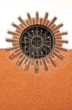 Sun-Fenster umgeben von Bricks lizenzfreie stockfotografie