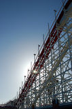 Sun fijó en un roller coaster imágenes de archivo libres de regalías