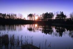 Sun-gesetzte Reflexion Stockbilder