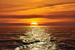 Sun going behind the horizon Royalty Free Stock Photography
