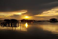 Sun ha impostato nel lago Songkhla Fotografia Stock Libera da Diritti