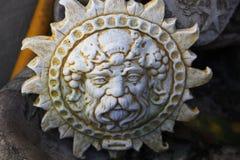 Sun hace frente a la escultura en el yeso Fotografía de archivo libre de regalías