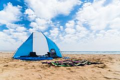 Sun-Haube auf einem Strand Lizenzfreie Stockfotos