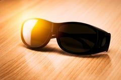 Sun-helle UVschutzsonnenbrille Stockbilder