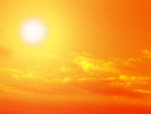 Sun, Himmel und Wolken Stockfoto