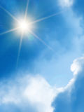 Sun-Himmelwolken Lizenzfreie Stockfotos