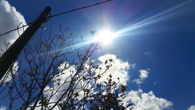 Sun-Himmelwolken lizenzfreies stockfoto