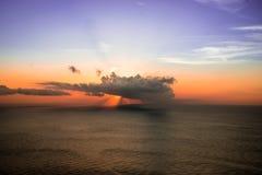 Sun hinter den Wolken Stockbild
