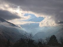 Sun hinter Wolken Lizenzfreies Stockfoto