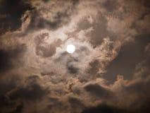 The Sun i den molniga dagen Royaltyfri Bild