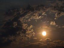 The Sun ist in den Wolken Lizenzfreie Stockfotografie